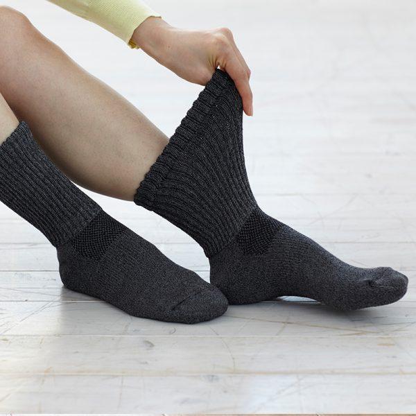 ถุงเท้าแบบหนา สีดำ