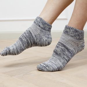 ถุงเท้าผสมรำข้าว มีคุณสมบัติช่วยให้ผิวสวย เหมาะสำหรับผู้ที่ส้นเท้าแตก
