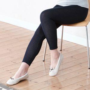 กางเกงเลคกิ้งบางแต่ให้ความอบอุ่น แม้ว่าเหงื่อจะออกก็ให้ความรู้สึกที่แห้ง